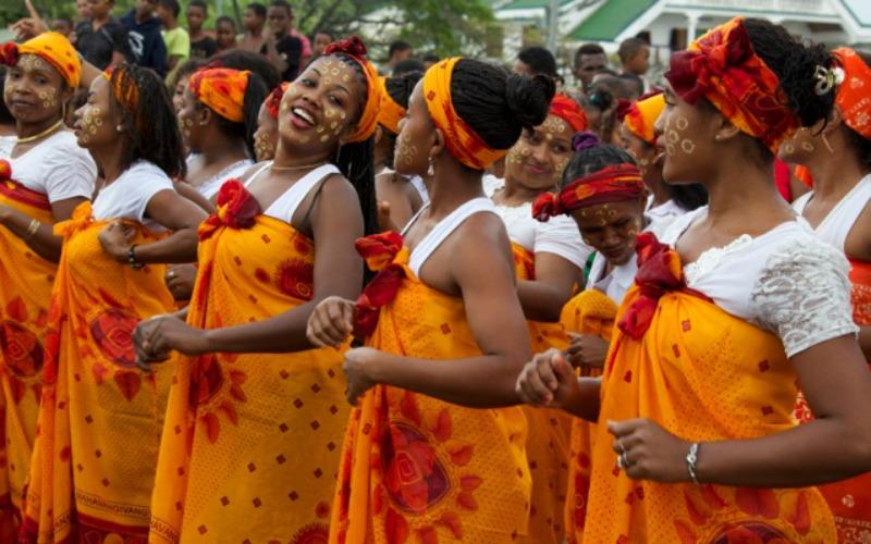 Lors du festival les villageaois présentent des chorégraphies et chants locaux ©R. Bohan- Serge Marizy- JC Lavictoire- Otsm