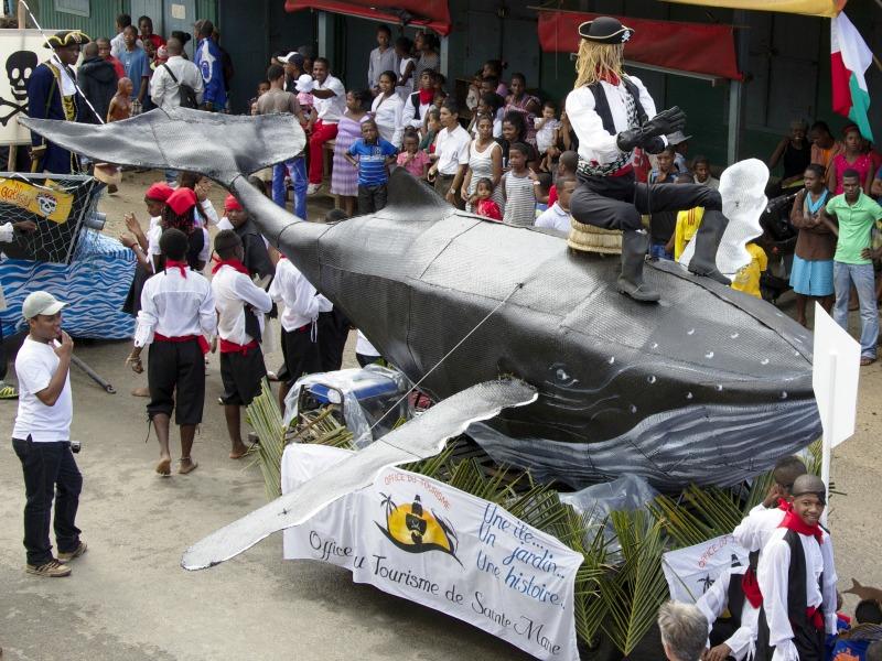 Les habitants de l'île confectionnent eux-mêmes les chars du défilé ©R. Bohan- Serge Marizy- JC Lavictoire- Otsm