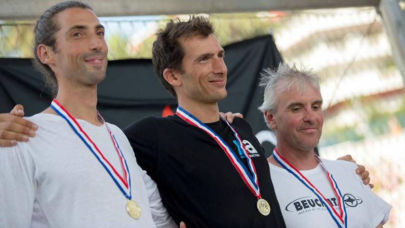 Le podium des plongeurs sans palme, Thomas Bouchard et Rémy Dubern médailles d'or et Jean-Luc Rajon, médaille d'argent ©unlimited prod/FFESSM