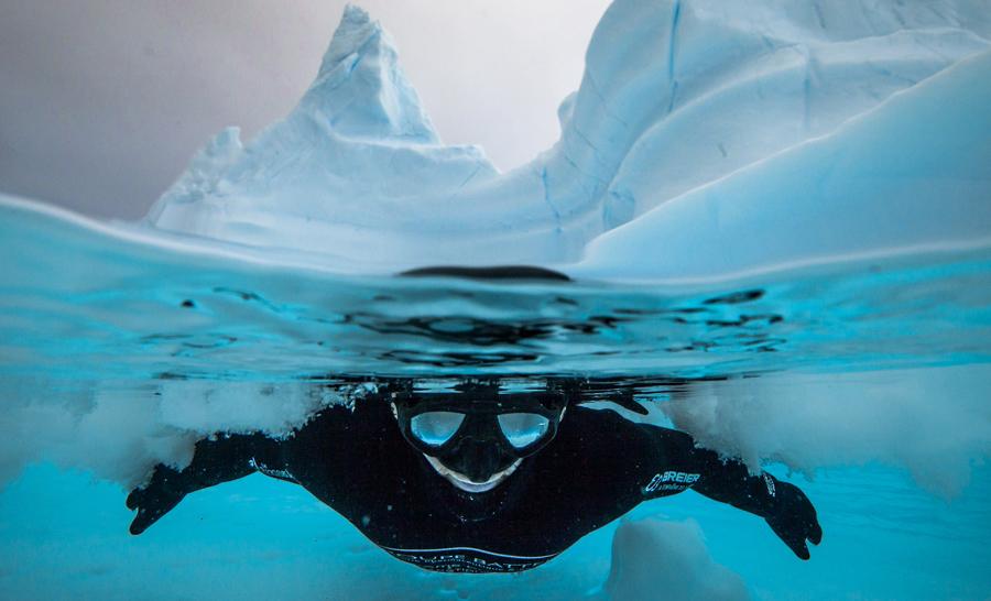 Apnéiste en eau froide © Alex Voyer