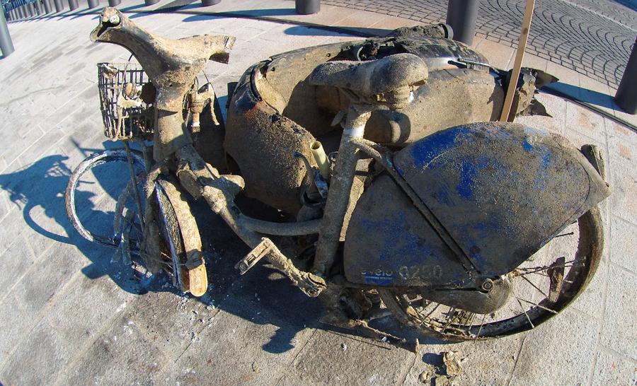 Épave d'un Vélib' retrouvé dans le Vieux -Port de Marseille © O. Clot-Faybesse