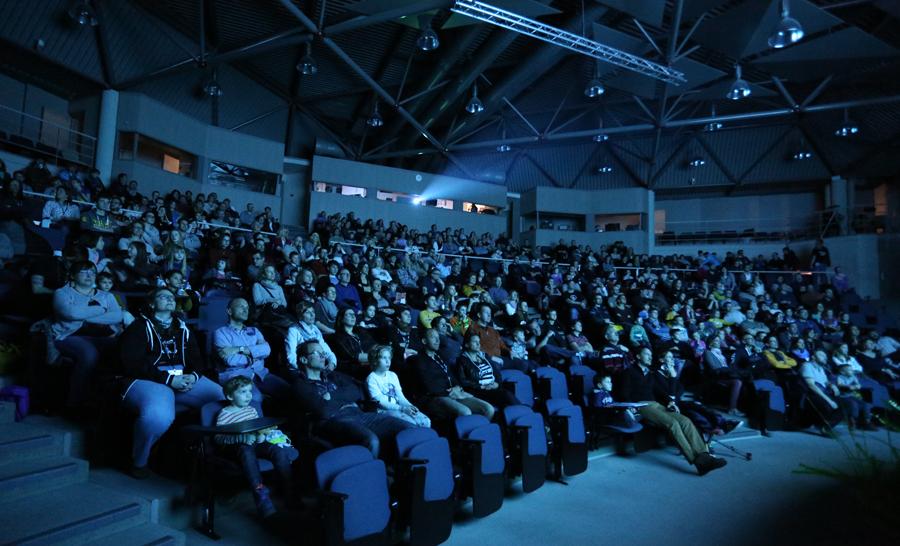 Public attentif dans la salle de projection au Festisub 2016 © Yoann Jaquet