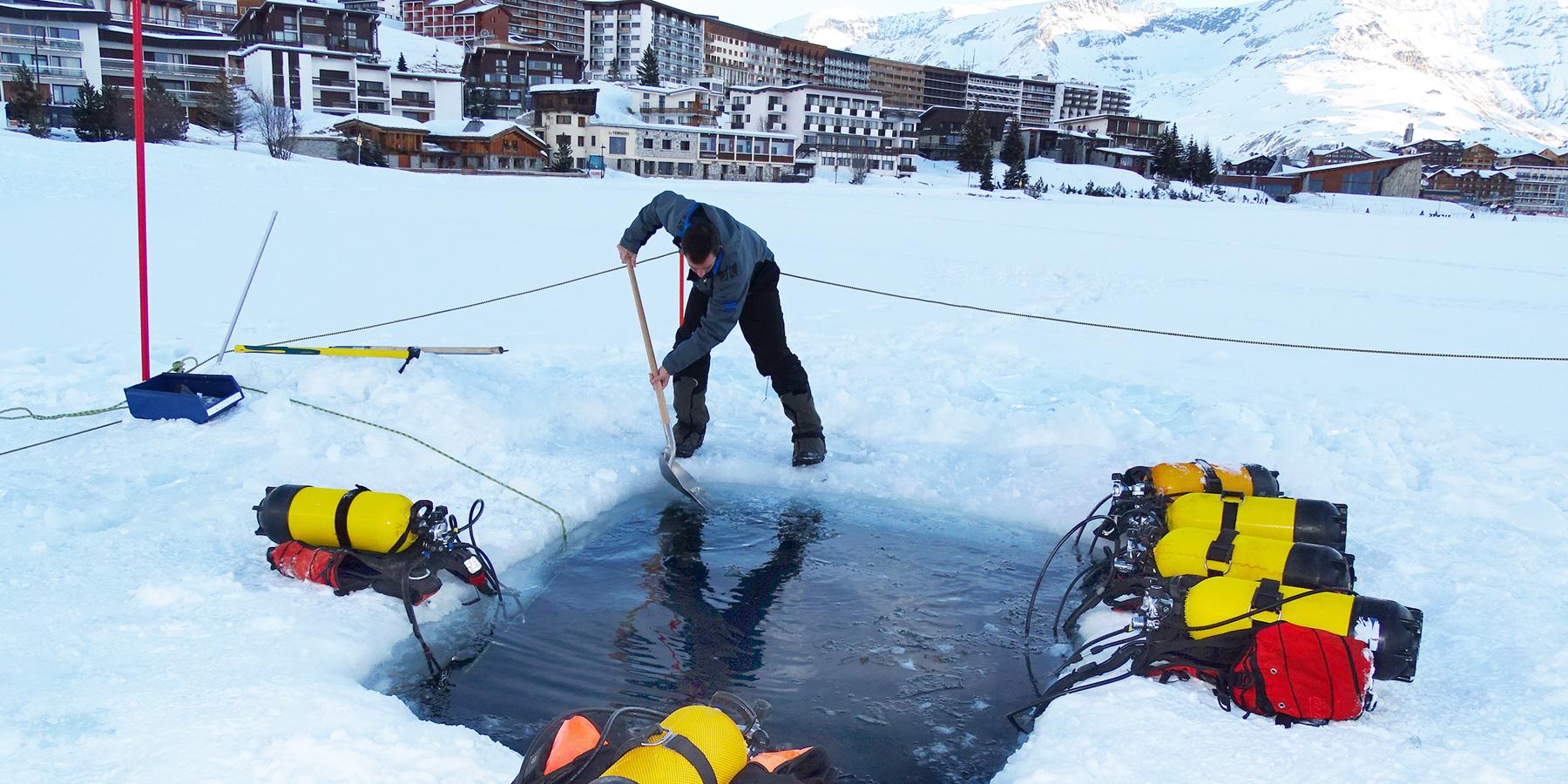 cephismer - La Marine nationale s'entraîne à la plongée sous glace à Tignes