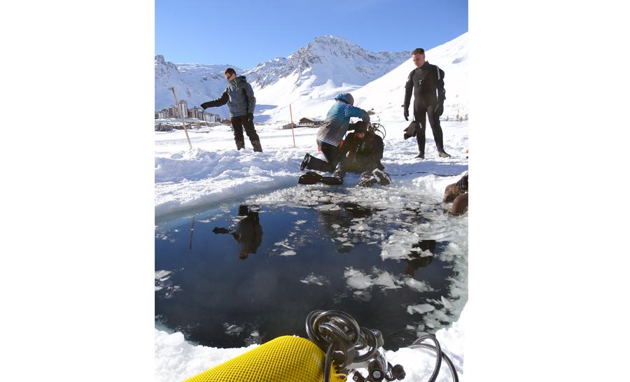 Préparation des plongeurs à la mise à l'eau © Marine Nationale CEPHISMER