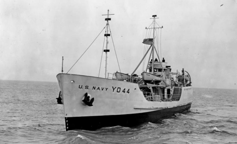Le Kodiak Queen, alors appelé YO-44 à l'époque de la seconde guerre mondiale
