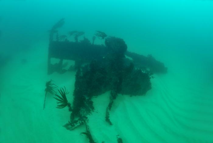 La timonerie de l'Amoco Cadiz sur un fond de sable ©Nicolas Job