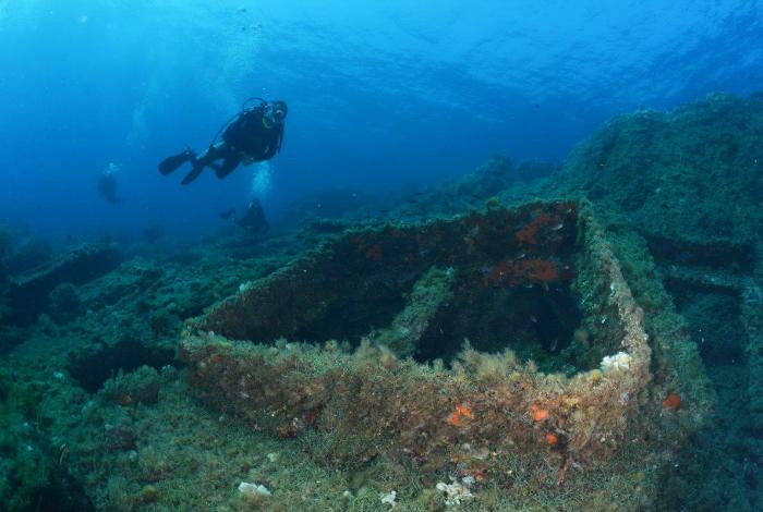 Plongeur sur l'épave du Tell. © Nicolas Barraqué