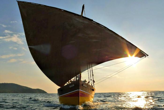 Lors de ce voyage vous aurez la chance de partir quelques jours en safari à bord d'une magnifique pirogue malgache. ©DR