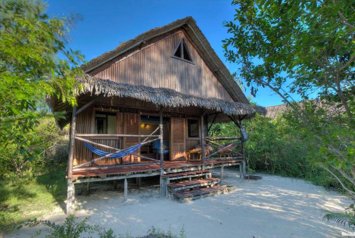 Votre hébergement à deux pas de la plage au Natura Lodge ©Hdoi360