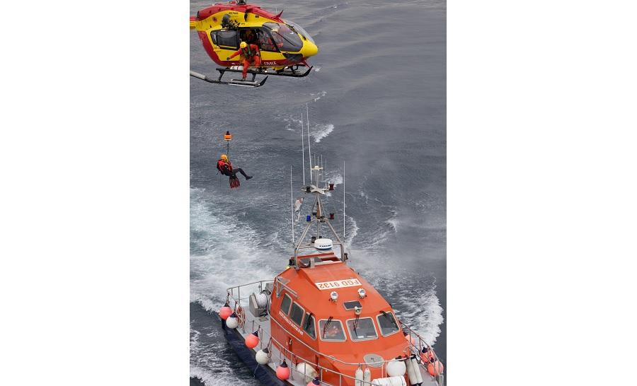 CROSS, SNSM, Sécurité civile, sapeurs-pompiers, gendarmerie maritime, Marine nationale... travaillent ensemble pour assurer le sauvetage des victimes. ©Agence 3MS - Marc Salvadero