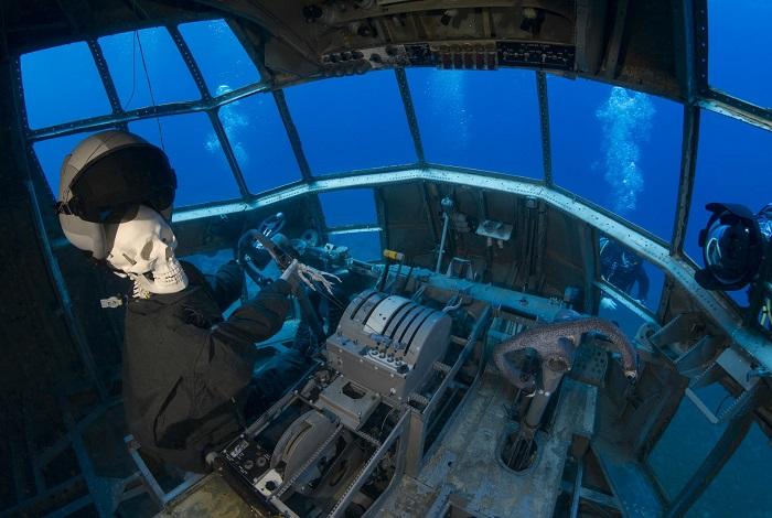 Dans le Cockpit du C130. © Dominique Barray