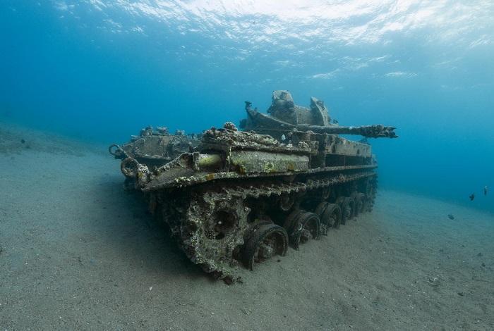 Non loin de l'épave du C Hercules, un tank gît par mètres de fond. © Dominique Barray