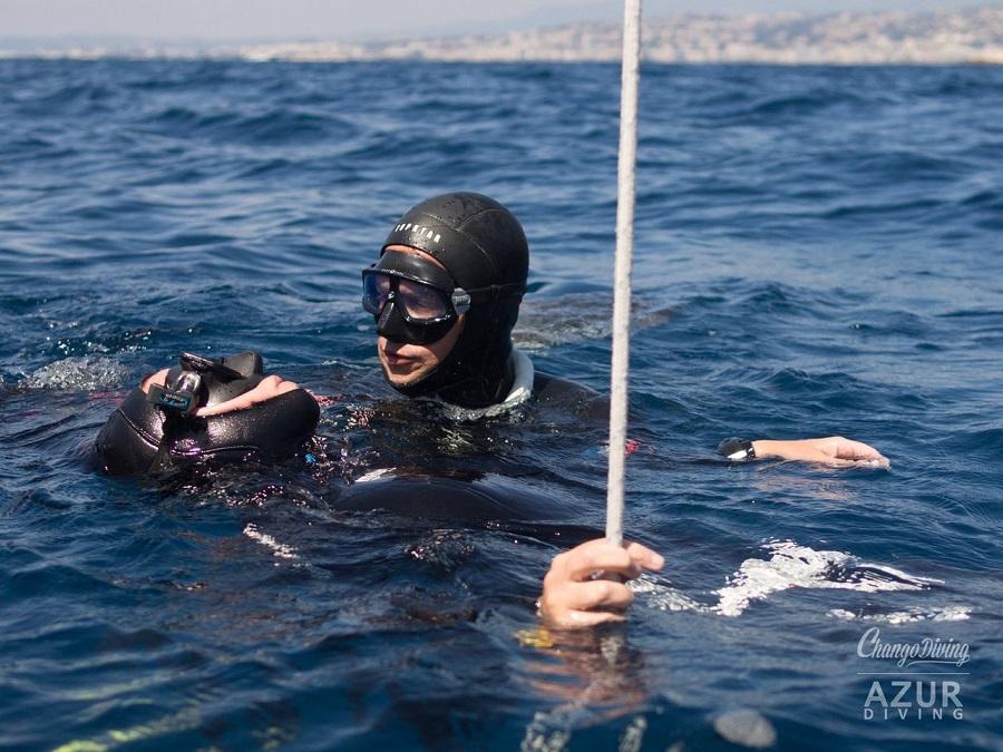 Stéphane Tourreau en soutien pendant un stage en plein mer. ©Bill Rhamey