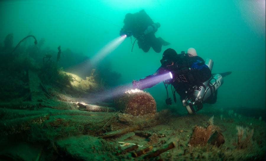 Deux plongeurs tek sur l'une des centaines d'épaves de la bataille du Jutland dans la mer du Nord. ©Rene_B._Andersen
