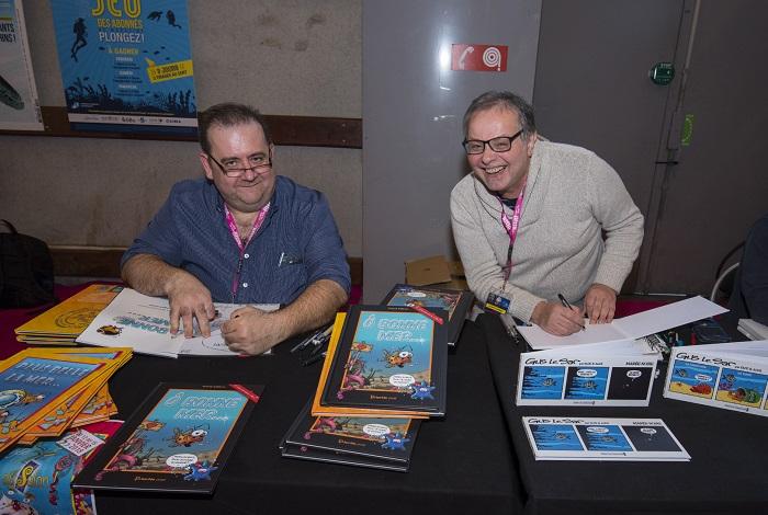 Les auteurs et dessinateurs Franck Girelli (Ô bonne mer et Plus belle la mer) et Elcé (Gus le Sar) dédicacent leurs albums. © Dominique Barray