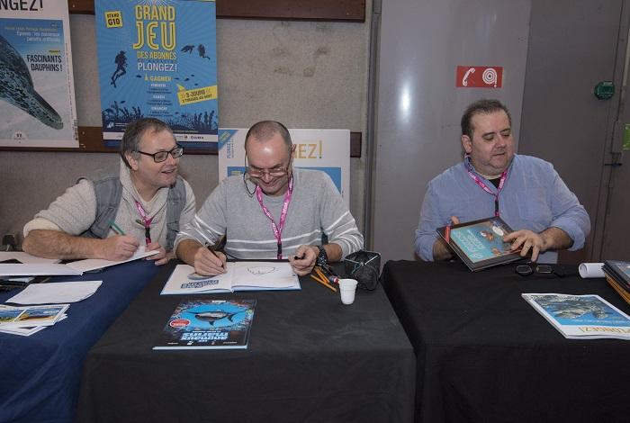 Les dessinateurs Elcé, Jytery et Franck Girelli en dédicace sur le stand Plongez ! © Dominique Barray