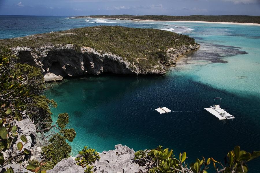 Le trou bleu de Dean atteint plus de 200 mètres de profondeur et se situe à quelques mètres de la côte. © The island of the Bahamas ministry of tourism