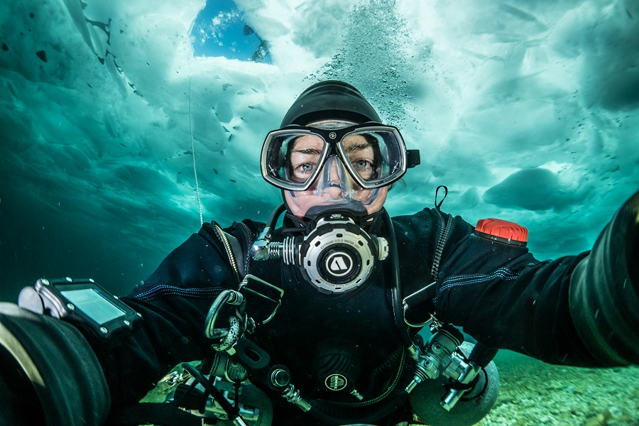 Nathalie Lasselin sous les glaces arctiques lors de sa dernière expédition ©Nathalie Lasselin