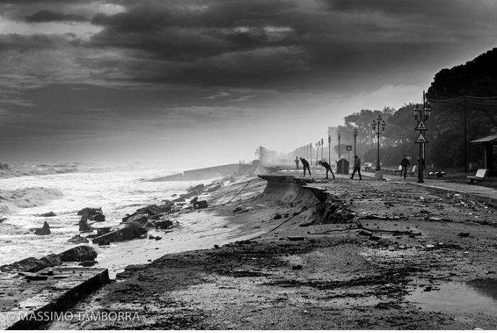 """Catégorie l'homme et la nature """"La nature gagne toujours - Le gouffre"""". © Massimo Tamborra."""