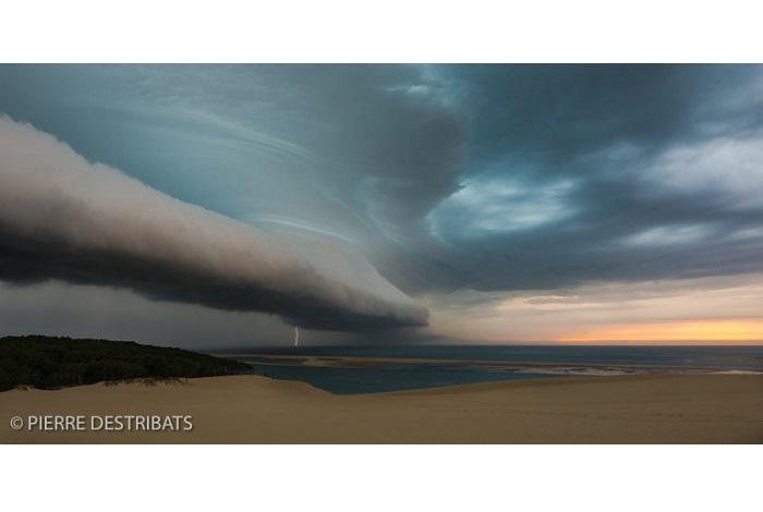"""Catégorie paysages naturels du monde """"Epic storm"""". © Pierre Destribats."""