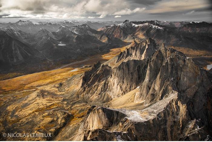 """Catégorie paysages naturels du monde """"Au-dessus du Monolith"""". © Nicolas Lemieux."""
