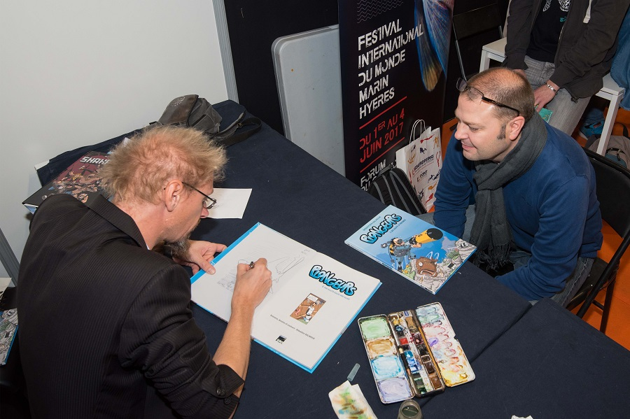 Le dessinateur Sébastien Salingue en pleine dédicace lors du salon 2017. © Dominique Barray.