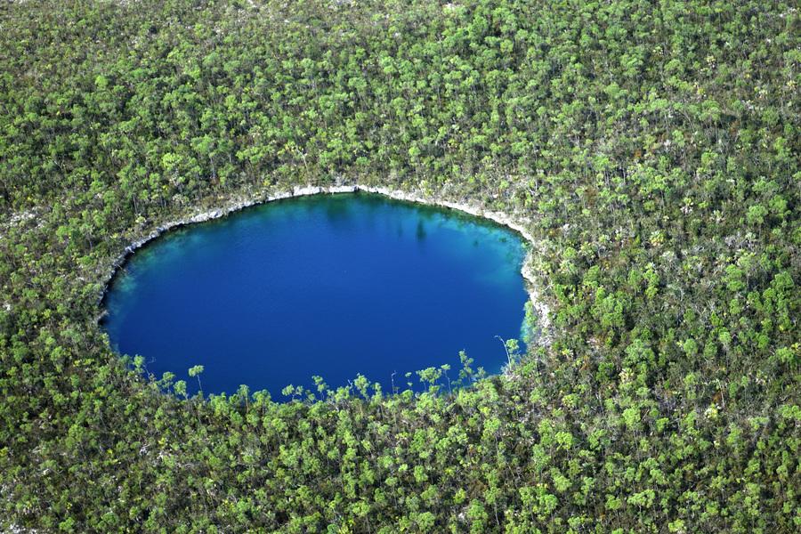 Bahamas, trou bleu sur l'île d'Andros