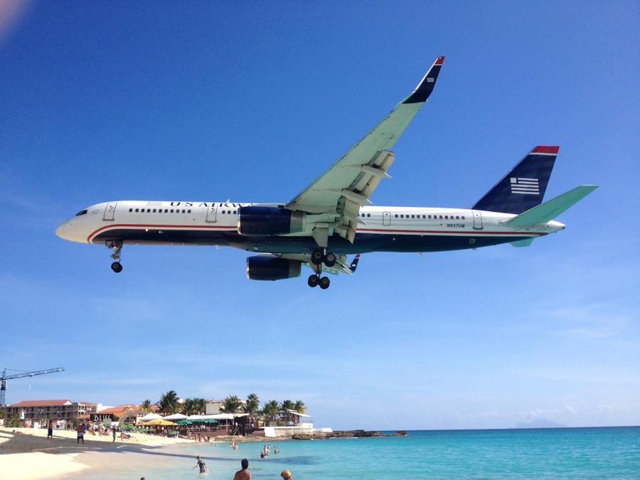 Atterrissage d'un vol sur l'île de Saint-Martin.