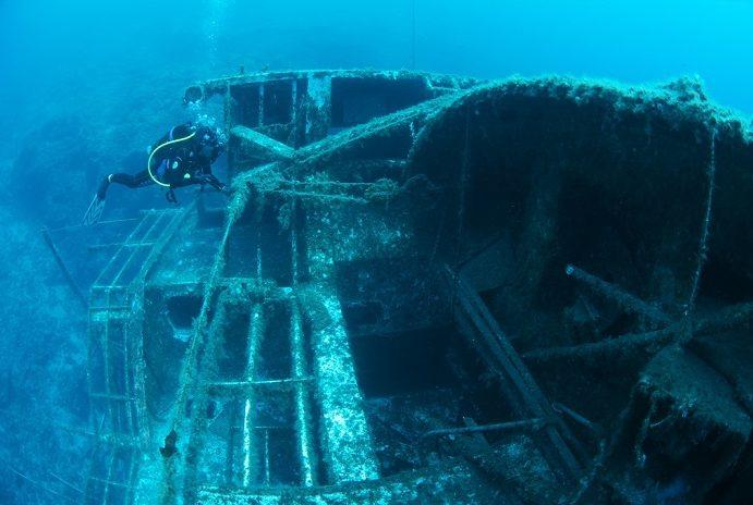 Les canots de sauvetage de l'Aventis III. © Epidive Center