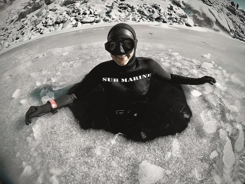 Tentez l'apnée dans une eau glacée. © Gilles Gambini