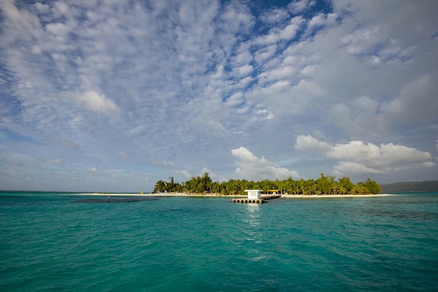 Un petit îlot isolé au large de Saipan. © Yann Valton
