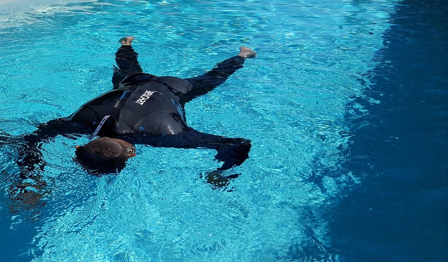 Christophe Jobazé va réaliser 7 apnées statiques d'une minute entrecoupées d'une seule reprise d'air. © Apnée Solid'air