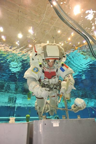 Thomas Pesquet en entraînement dans le bassin de la NASA. © NASA