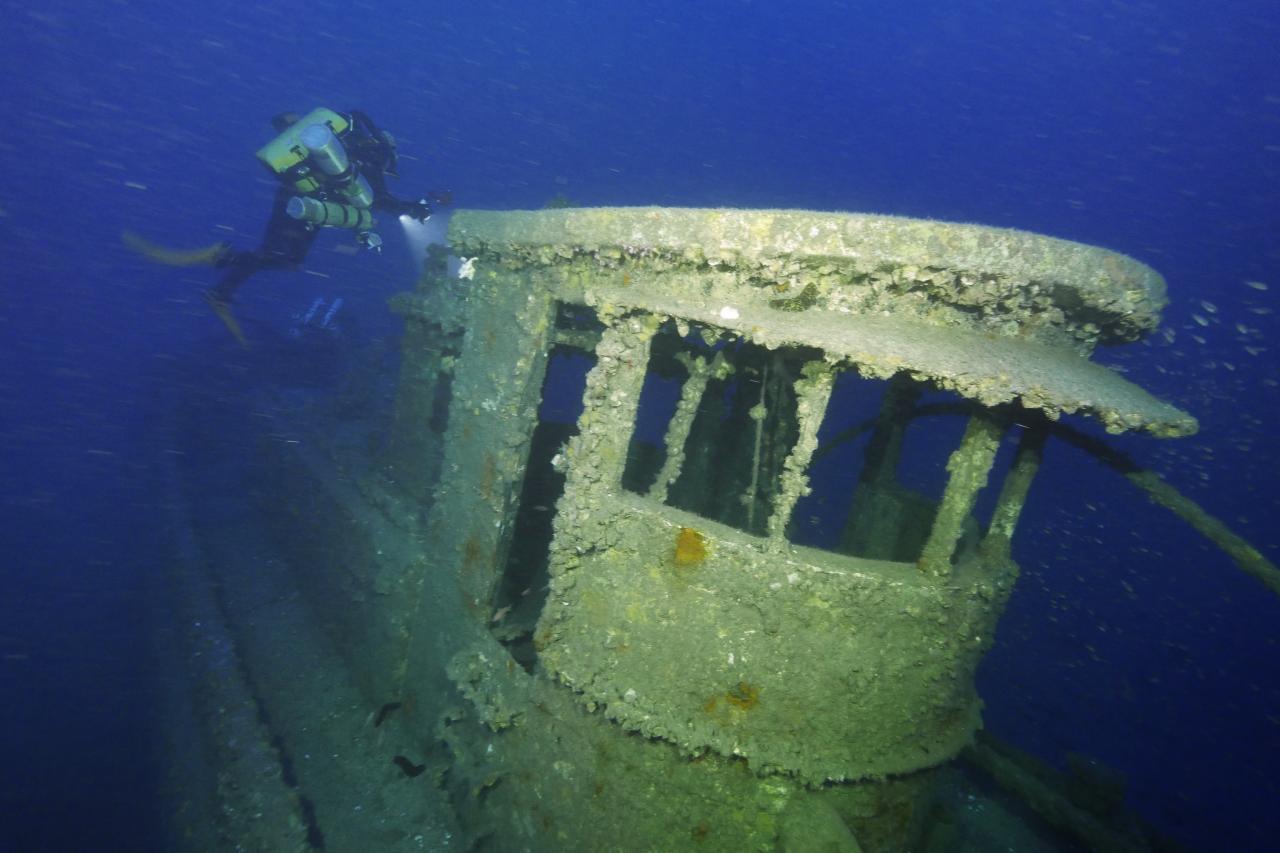 C'est au large de Toulon que les plongeurs peuvent découvre l'épave du sister ship, par 85 mètres de fond. © Marc Langleur